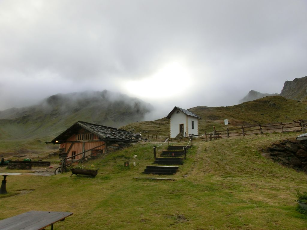 Wolken und Nieselregen beim Start