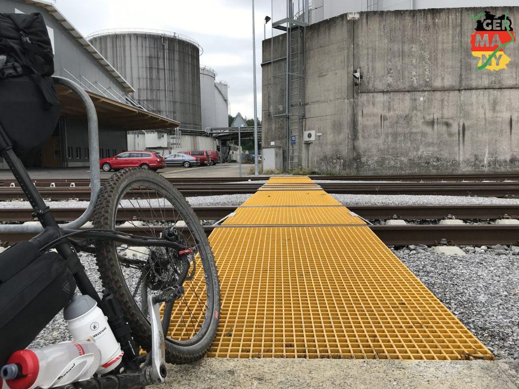 Umleitungen am Rheinhafen erschweren den Start.