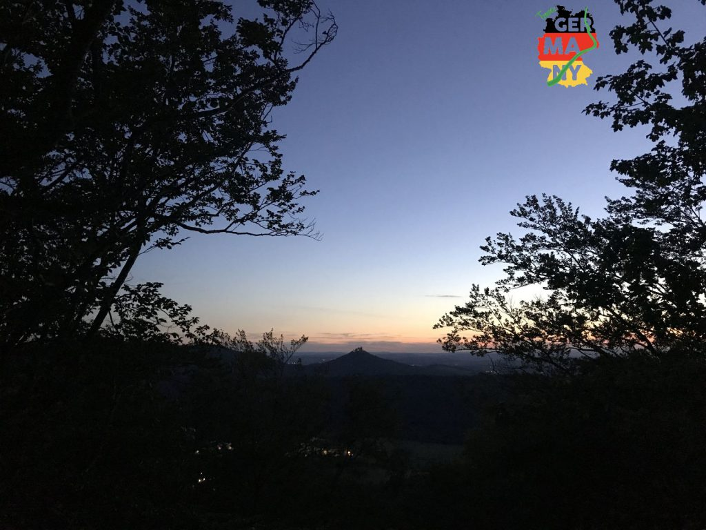 Sonnenuntergang über Schloss Hohenzollern.