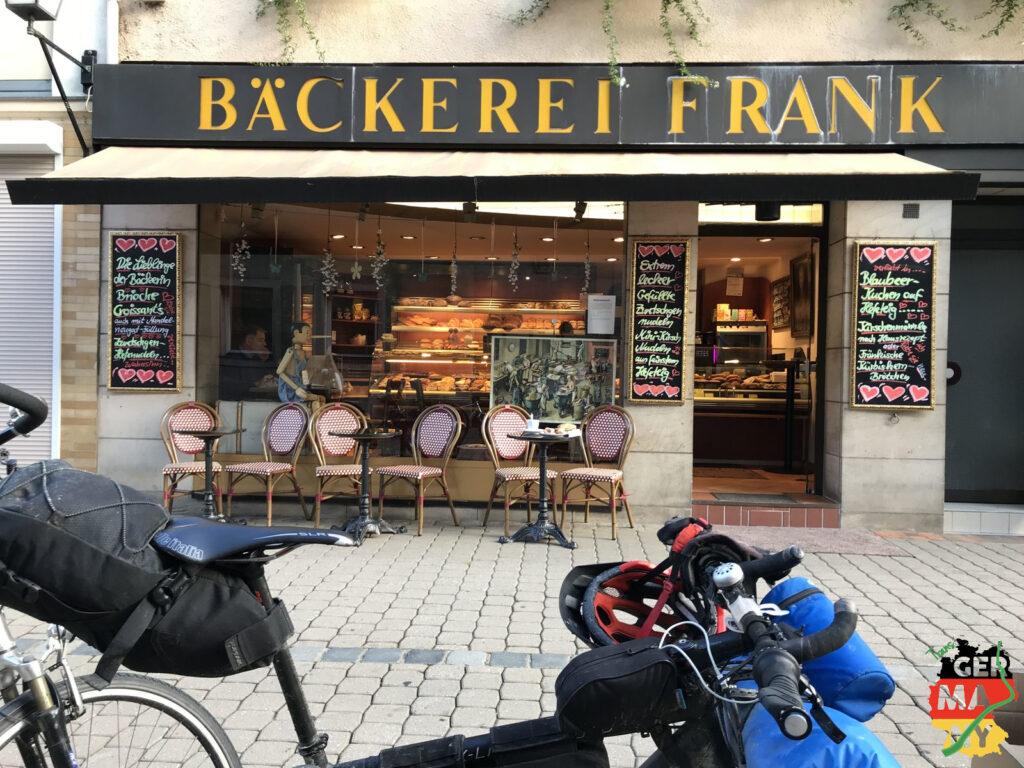 Tip meiner Tochter: Best Bakery in town. War auch lecker! Und das Carepaket vom bikenden Bäckermeister erst recht! Danke!