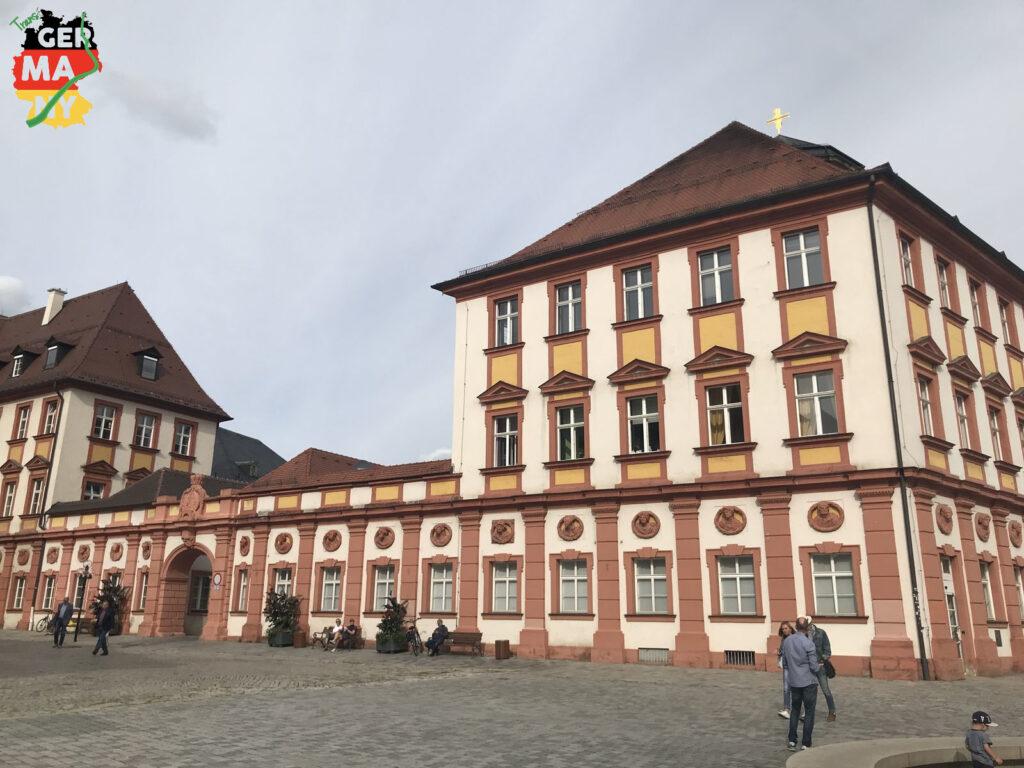 Bis ich in Bayreuth bin, kommen noch ein paar Höhenmeter. Aber dann: Sightseeing! Tolle Altstadt und bestimmt wert für mehr Stunden. Hier das Alte Schloss.