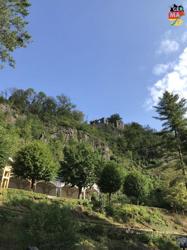 Nach dem Kurpark Bad Berneck geht es steiler zur Sache.