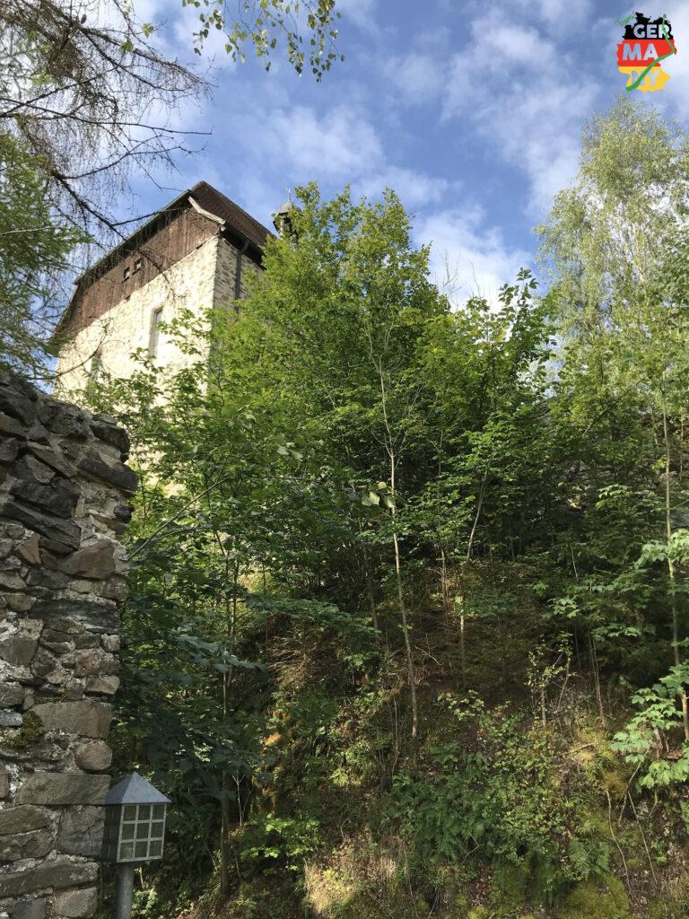 Durch das Ölschnitz-Tal geht es hoch zur Burgkapelle Stein.