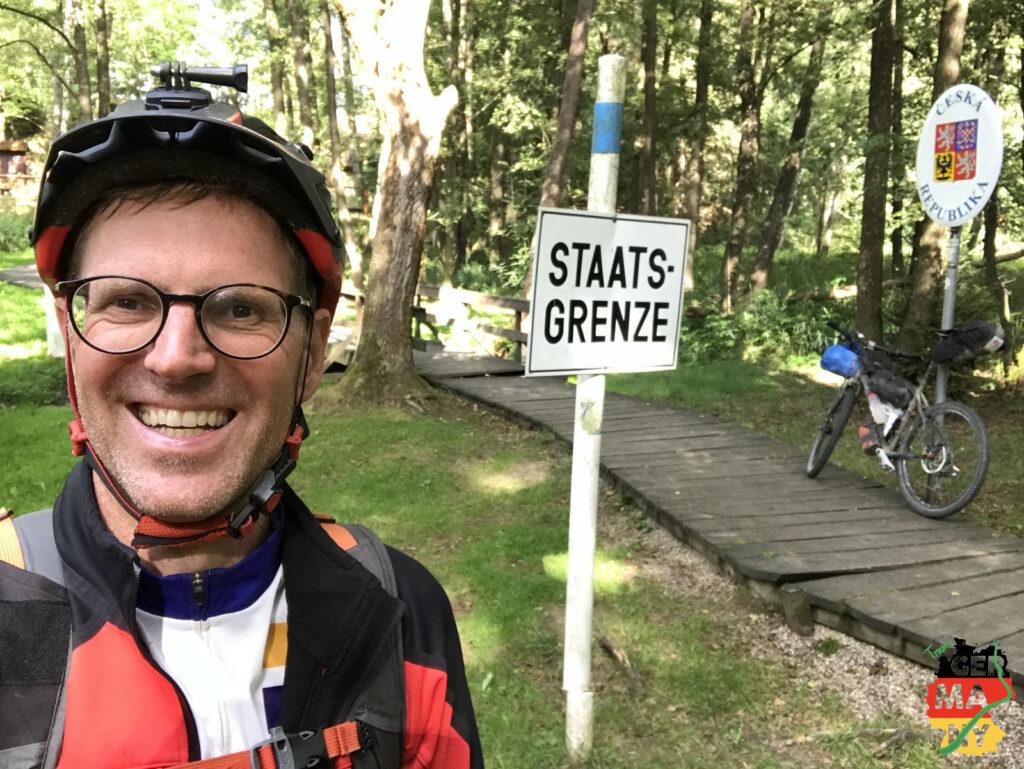 Grenze! Nun folge ich für die nächsten paar Hundert Kilometer dem Grenzverlauf zu Tschechien.
