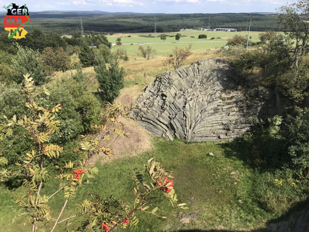 Eines der bedeutendsten Geotope Deutschlands: Der Basaltfächer am Hirtstein.