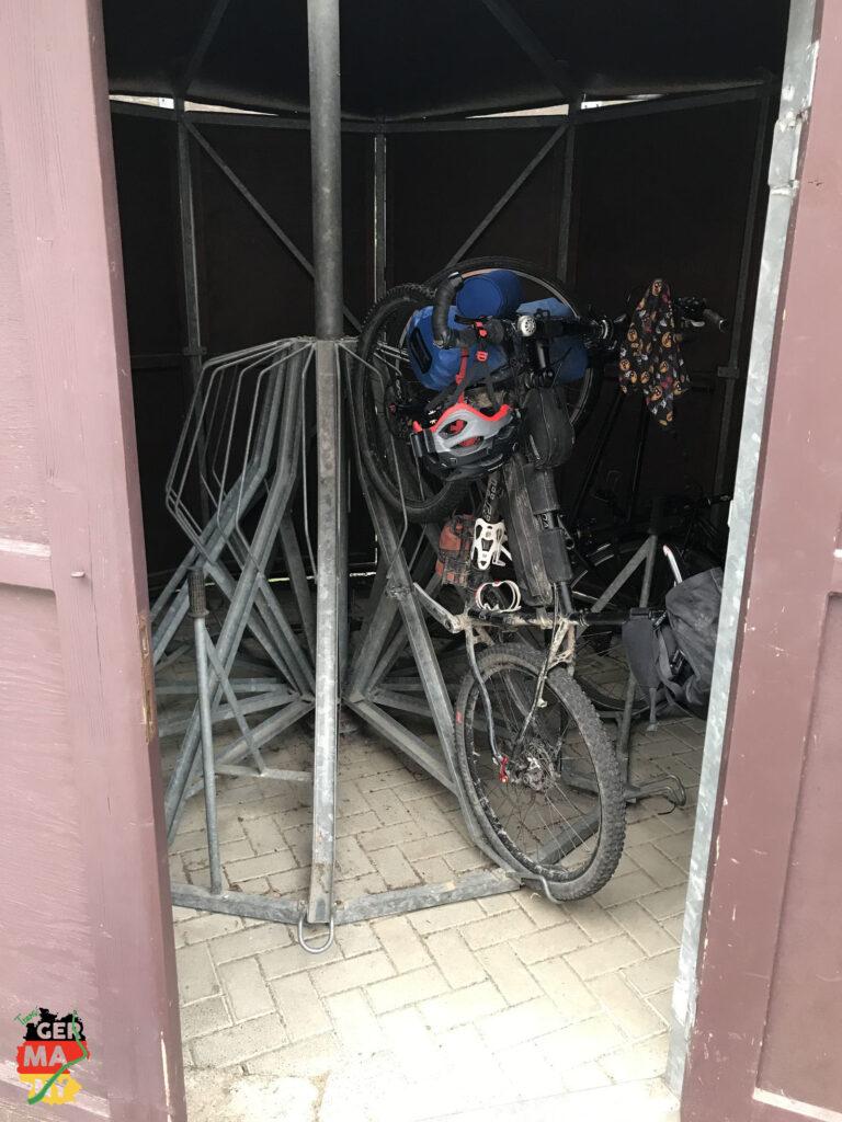Erinnerungen an unseren Familienurlaub in Bad Schandau, ich verwöhne mich in einer Pension. Und mein Rad auch.