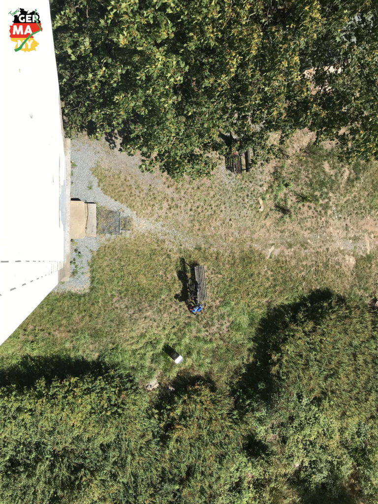 Auf kleinen Straßen, Schotter und Trails bis zum Bieleboh. Die letzten Meter Treppen auf den Turm.