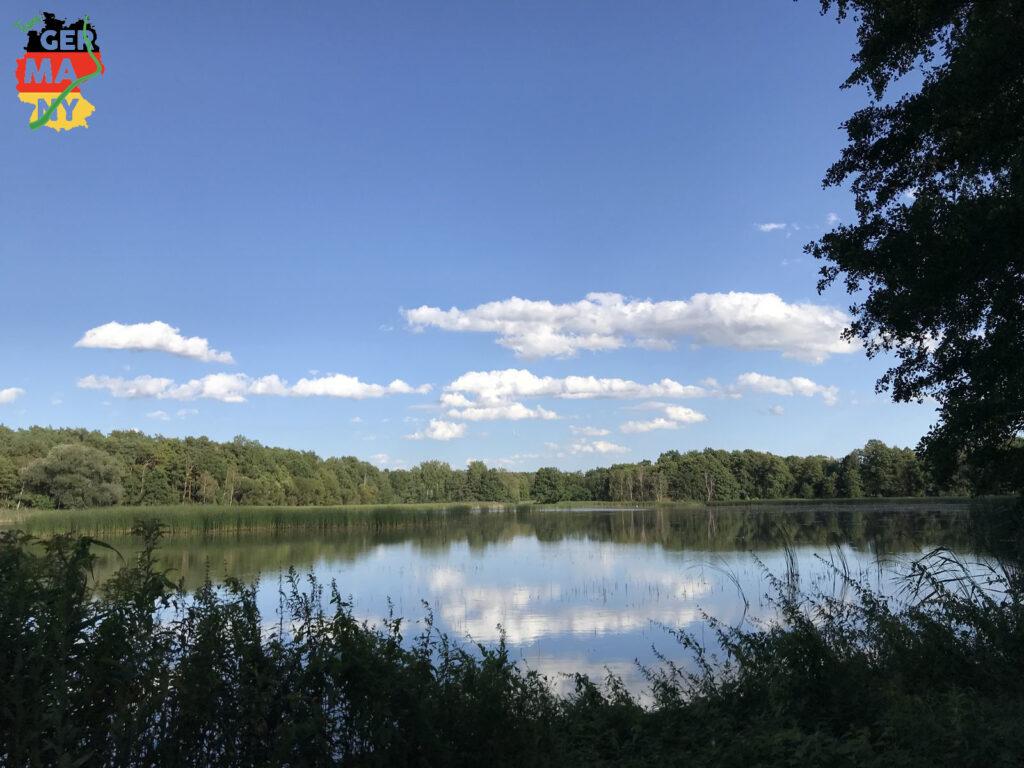 Kleine Ortschaften, Wälder, Felder, Seen: Die Oberlausitzer Heide- und Teichlandschaft.