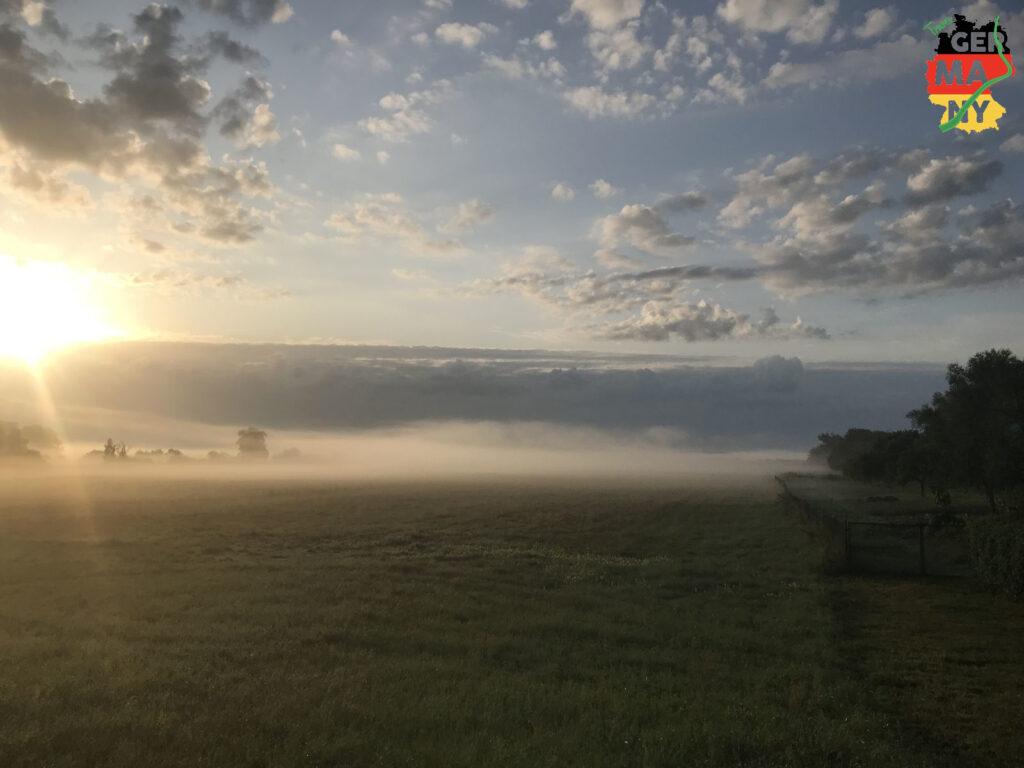 Die Sonne versucht durch den Nebel zu dringen.