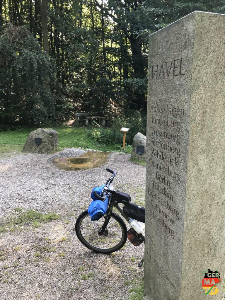 Endspurt, die Wege sind heute deutlich einfacher, ich komme gut voran und bin bald an der Havel-Quelle.