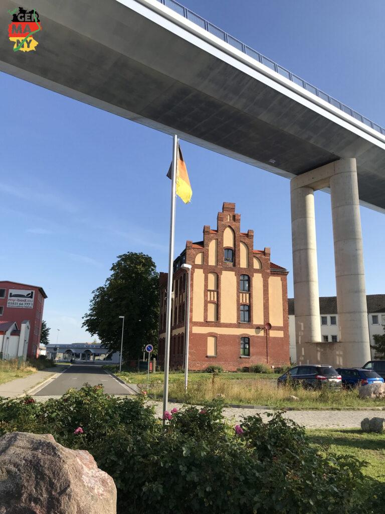 Brücke über den Strelasund.