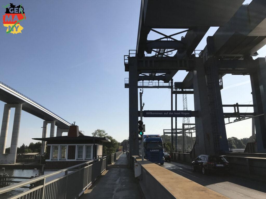 Über die alte Brücke nach Rügen.