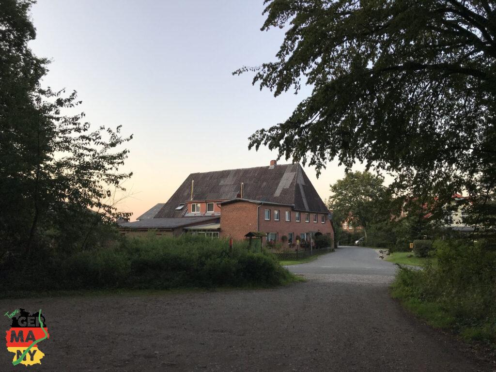 Nach dem Frühstück in der Fußgängerzone geht es per Bahn nach Lübeck, und dann nach Reinfeld und Voßkathen...