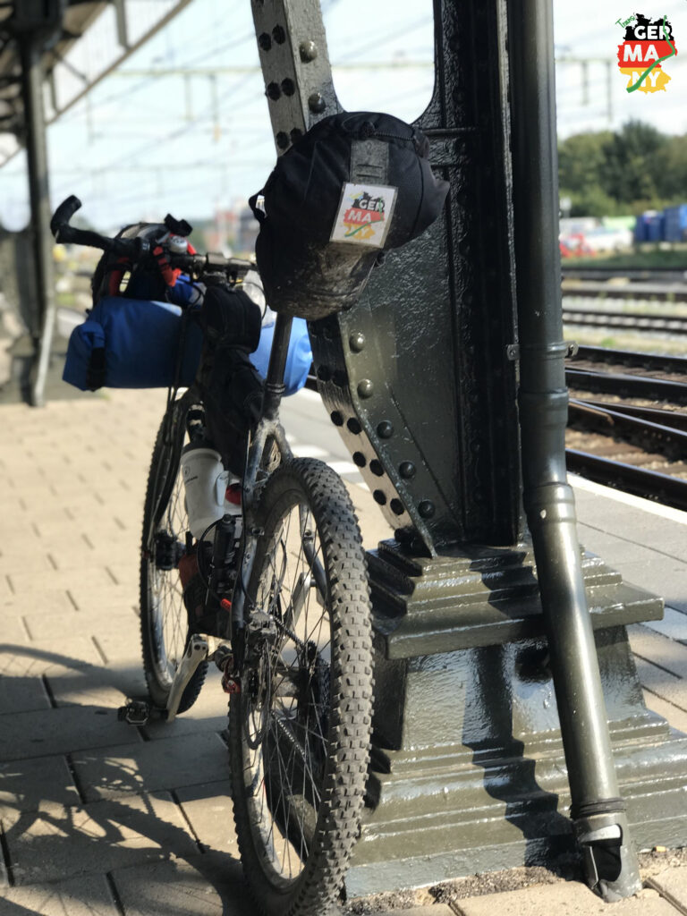 Per Bahn nach Holland, in das Land der Fahrräder.